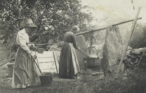 Old-Fashioned-Soap-Making